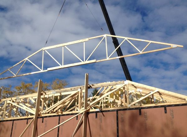Lifting and installation of trusses continues.